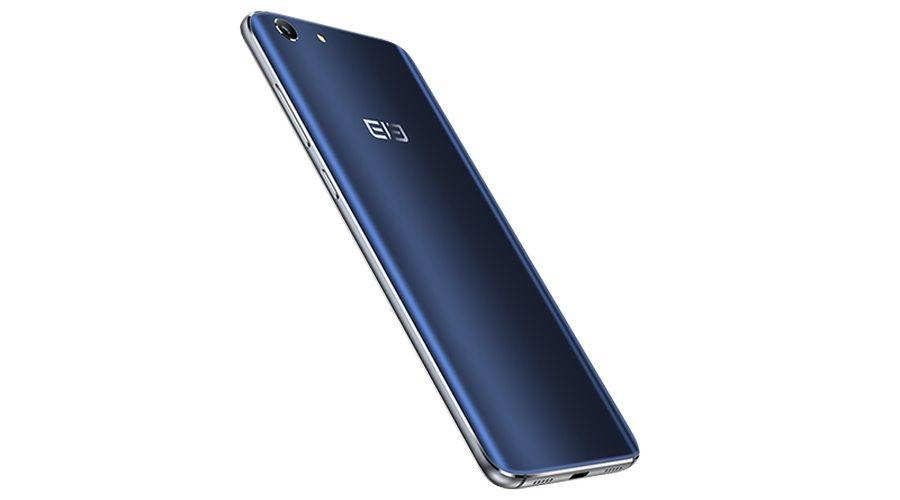 Главной фишкой Elephone S7 является экран с изогнутыми боковыми гранями