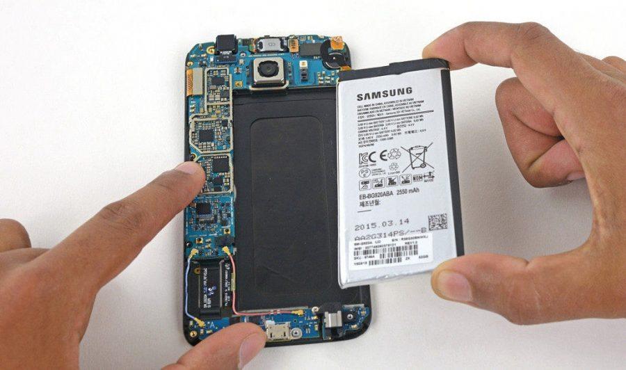 Чтобы заменить аккумулятор в нынешних флагманах Samsung, нужно разобрать их почти наполовину.