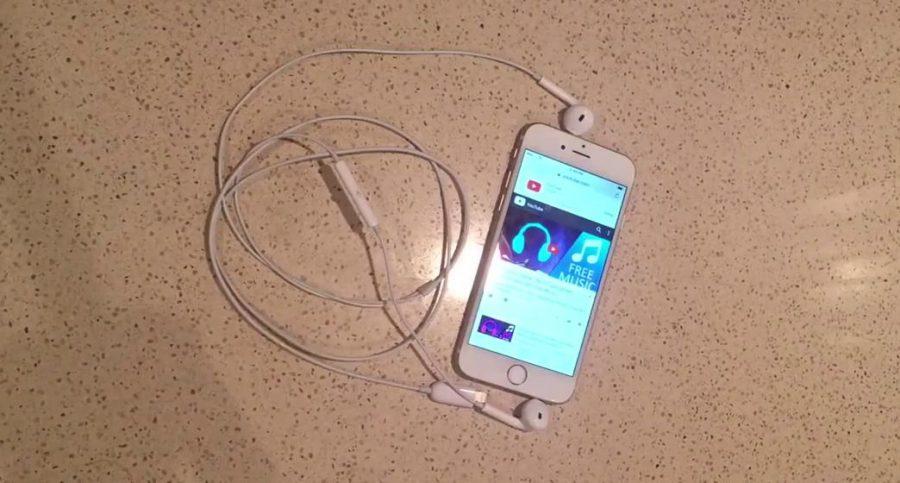 """Предполагаемая гарнитура Apple iPhone 7 EarPods из штатной комплектации """"семерки"""""""