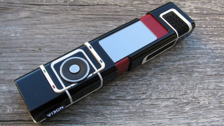 Nokia 7280 - телефон для женщин с экраном-зеркальцем