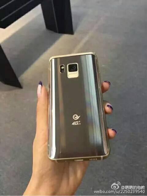 Фото Samsung SM W2017