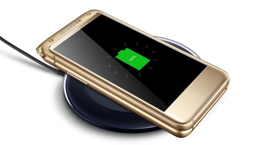 А еще Samsung оснастила SM-2017 поддержкой быстрой зарядки QuickCharge 3.0 и беспроводной по стандартам Qi и PMA