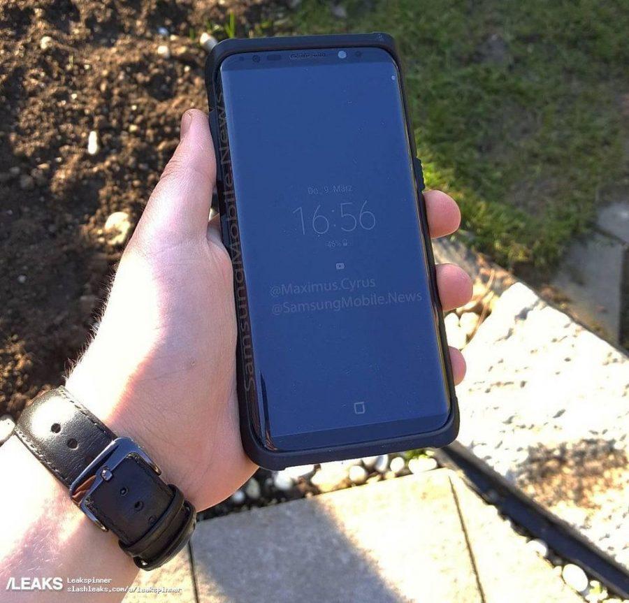Фото Samsung Galaxy S8 в защитном чехле