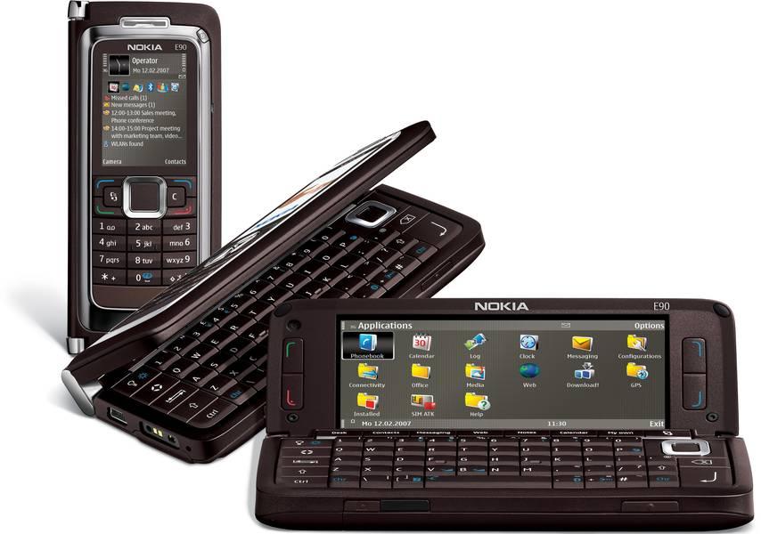 Уже не телефон, а целый смартфон с двумя экранами!
