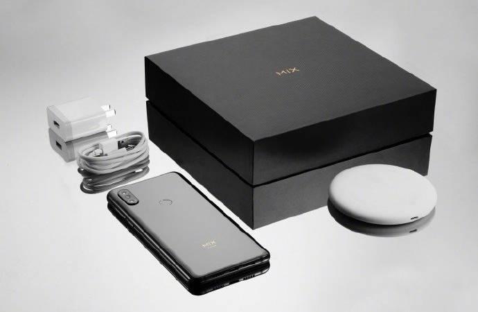 Беспроводная зарядка входит в комплектацию смартфона
