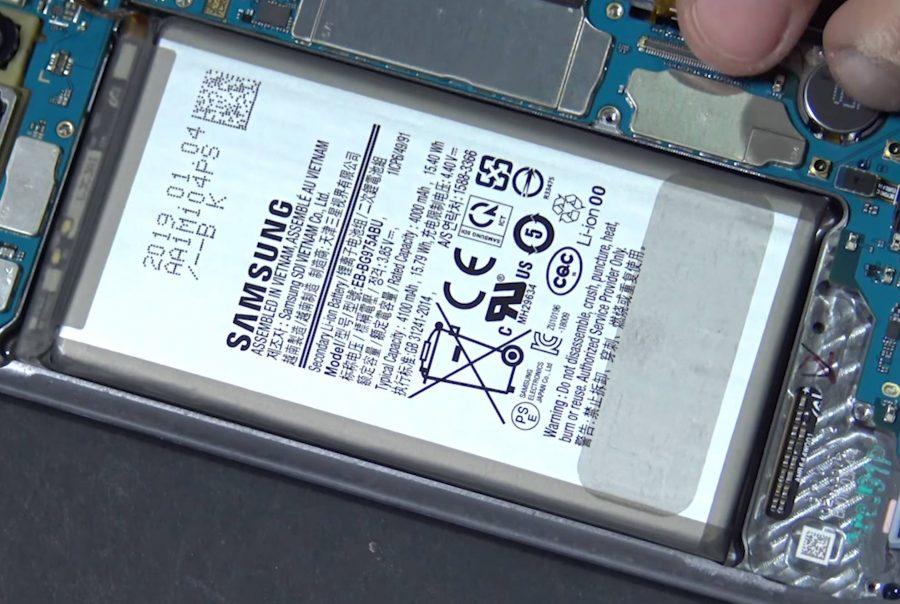 Собственно, сам аккумлятор Samsung Galaxy S10+ (фото взято с форума 4PDA)